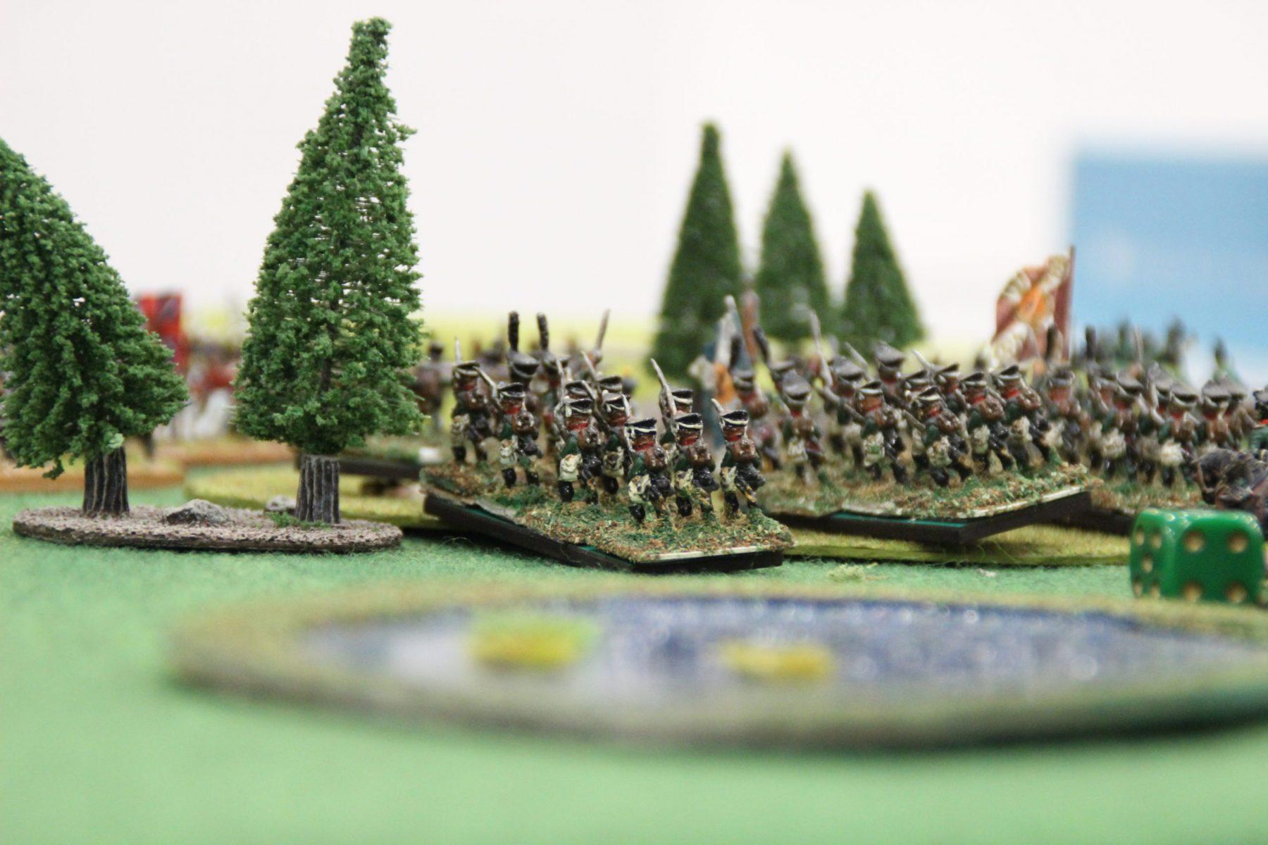 Les russes prennent position sur une colline boisée.