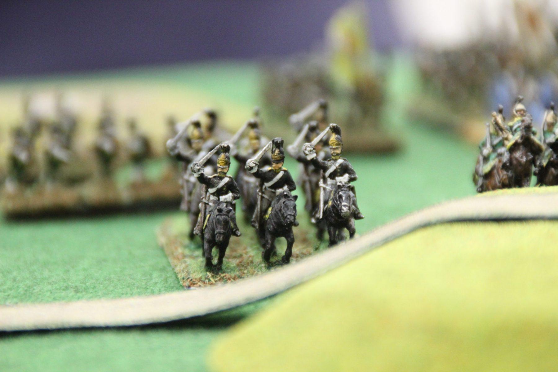 Une unité de cavalerie russe s'apprète à prendre une colline.