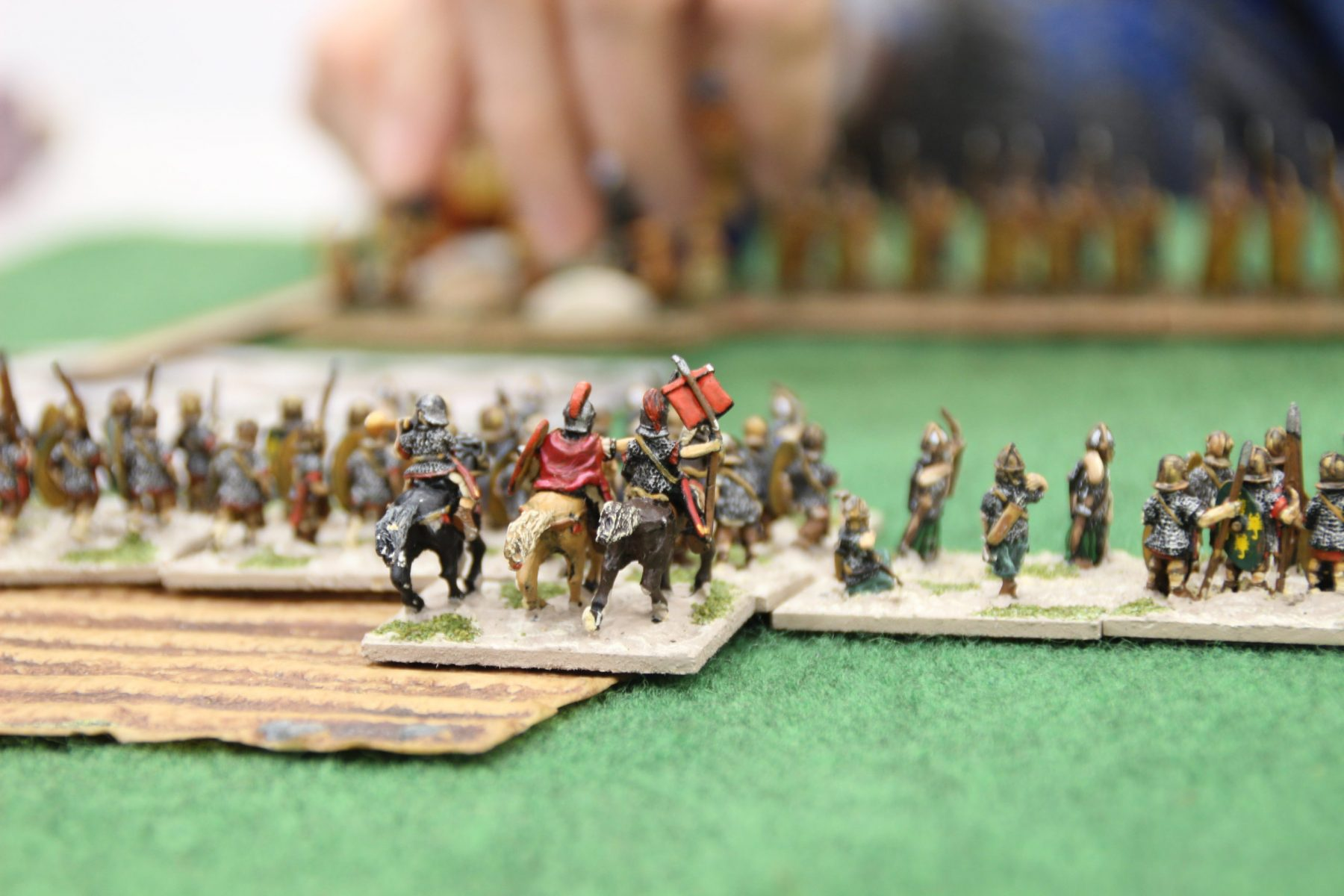 Le général romain du corps d'auxiliaire en train de faire manoeuvrer ses troupes.