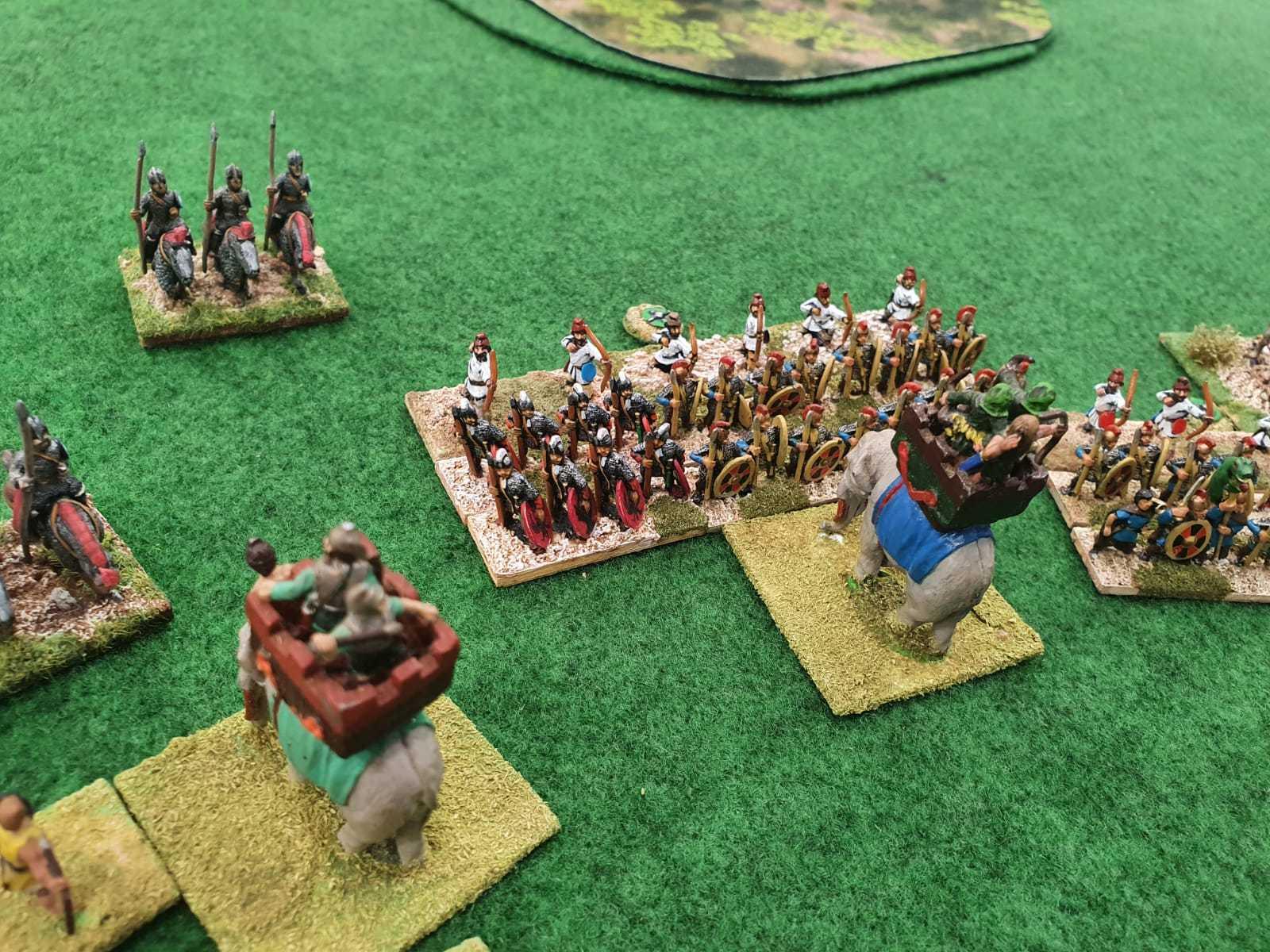 Les éléphants Séleucides tentent d'enfoncer les lignes Romaines.