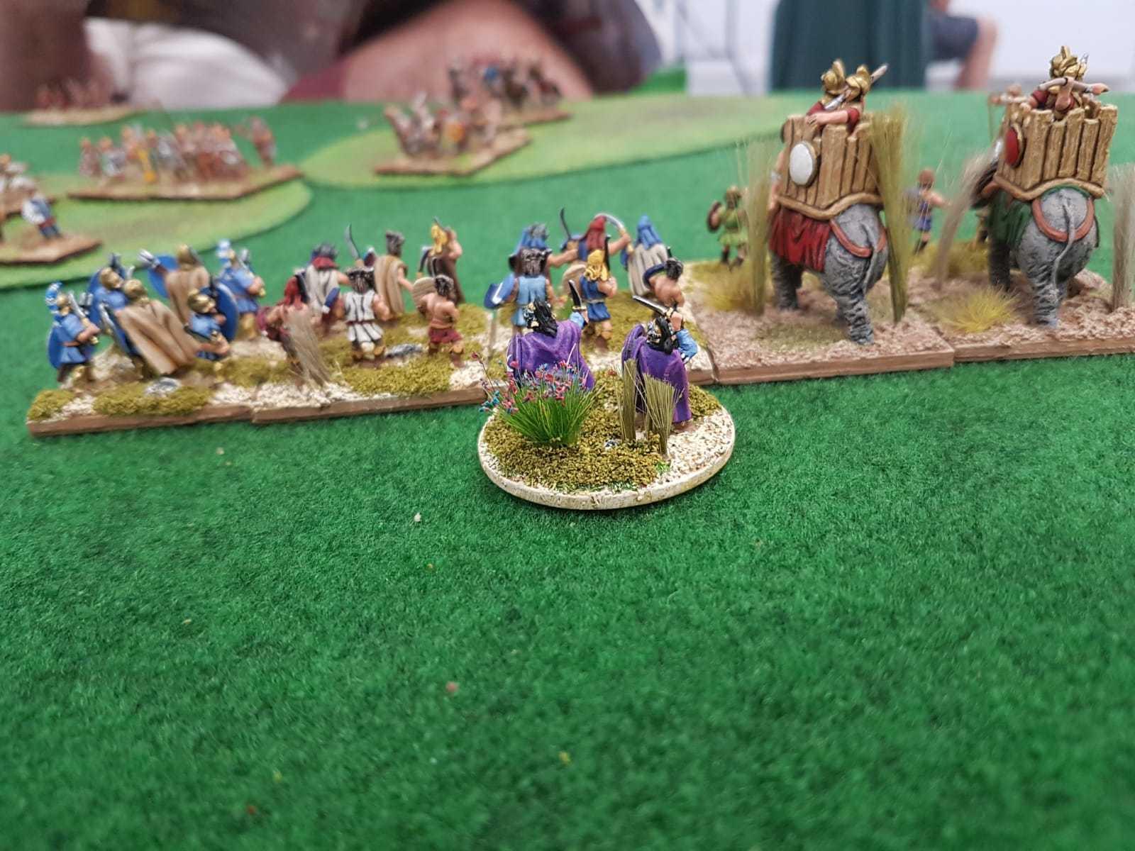 Général Macédonien manœuvrant ses unités d'Éléphants.