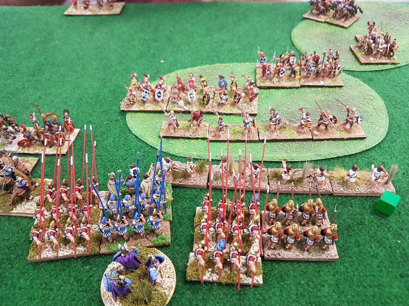 La mêlée fait rage entre les phalanges Séleucides et les Espagnols.