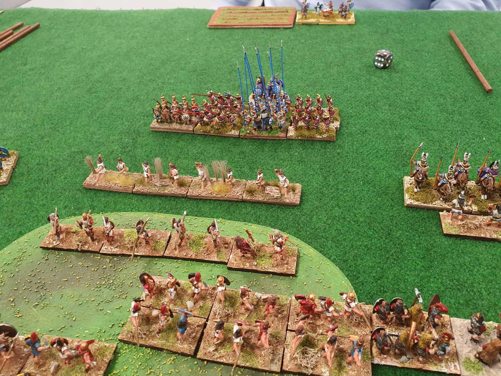 Vue de l'armée Espagnole ayant pris position  sur une colline face aux Macédoniens.