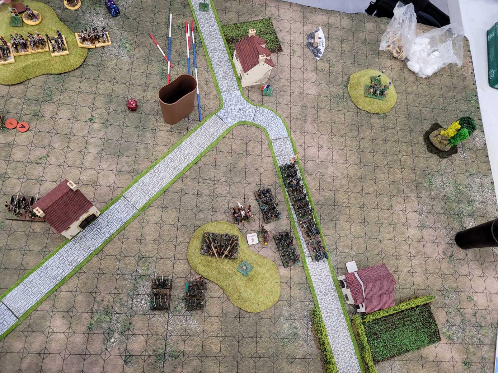 Vue aérienne de l'artillerie Russe empruntant une route.