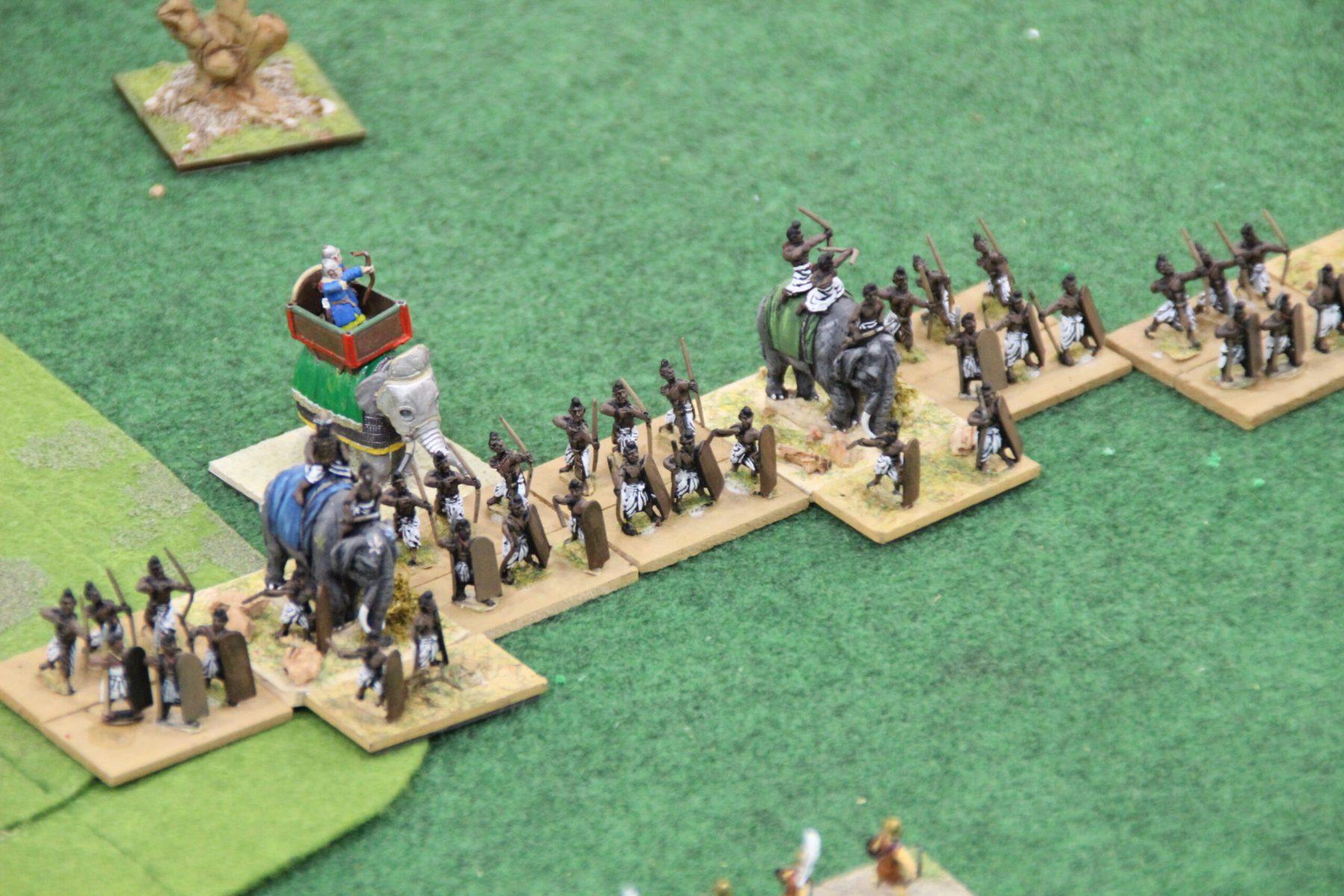 Les éléphants sont soutenus par des fantassins moyens mixtes archers.