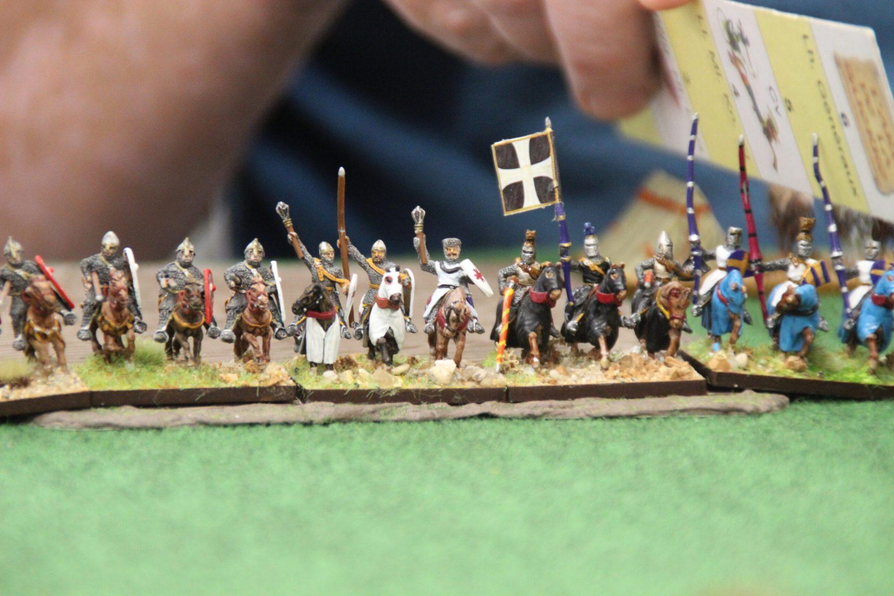 Ligne de chevaliers Croisés Tardifs se préparant à charger les Hussites !