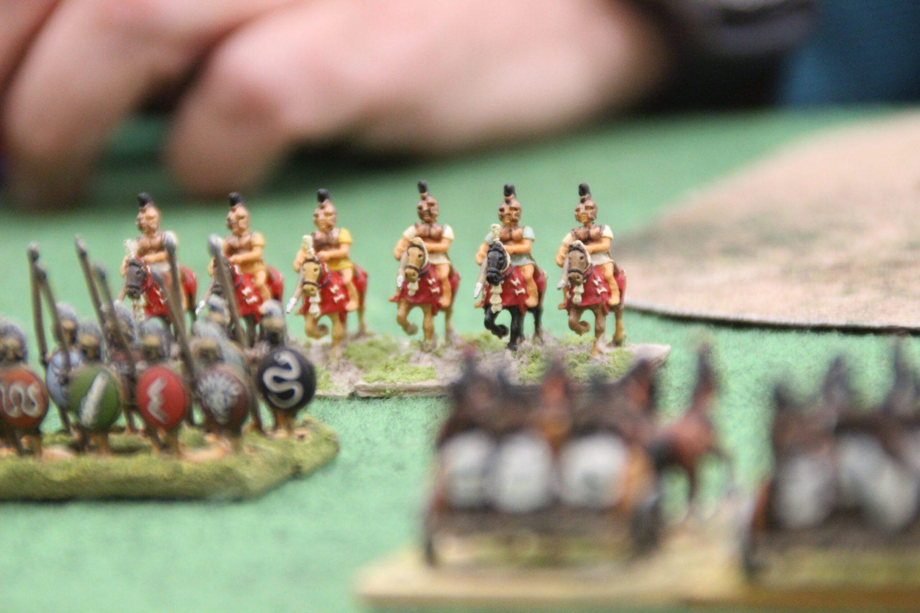 La cavalerie Spartiate tente de trouver sa place face aux éléphants Indiens.