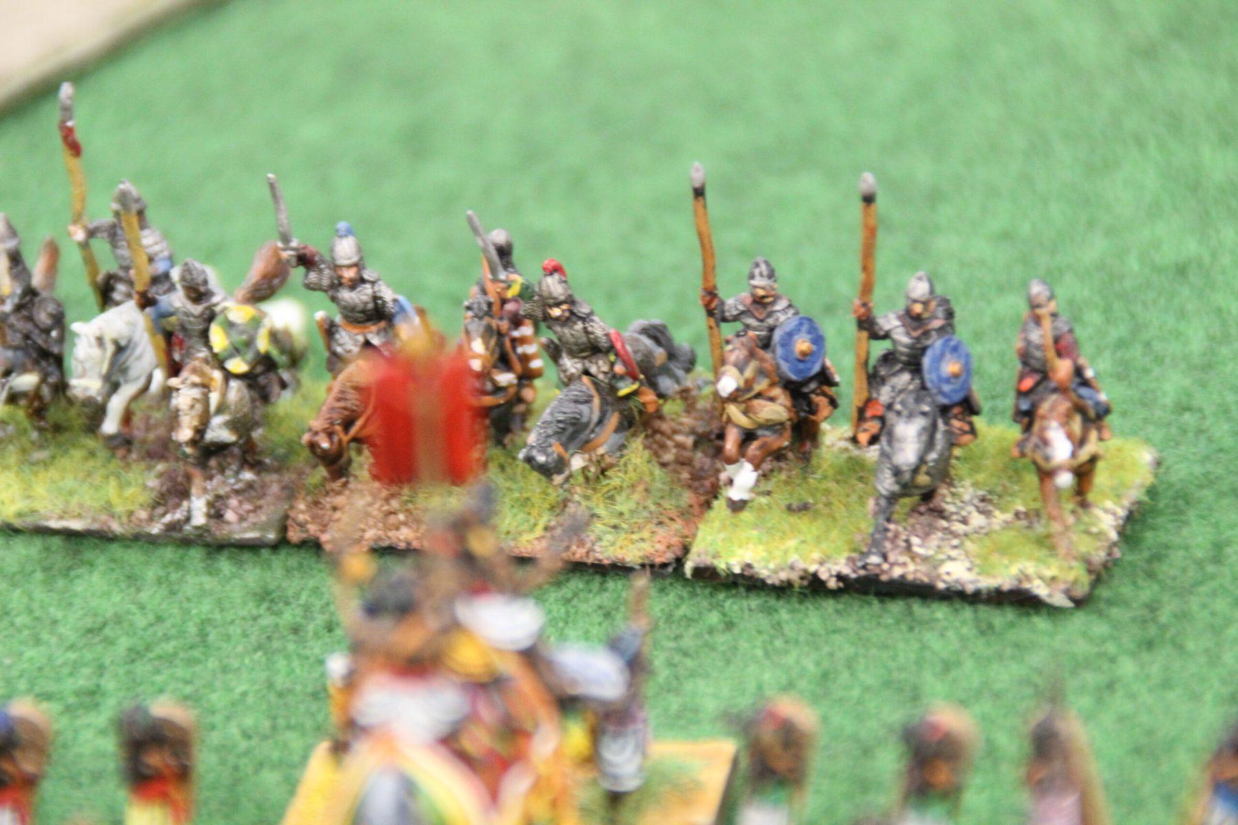 La cavalerie lourde arc élite des Huns tente une charge face aux éléphants Indiens.