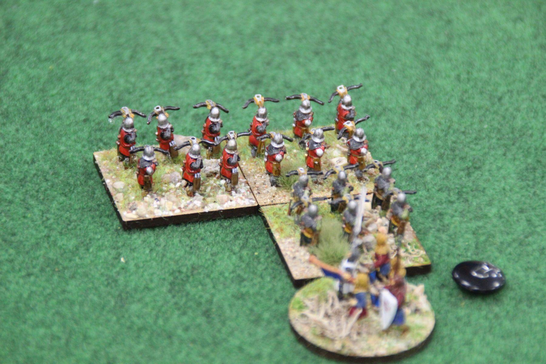 Les arbalétriers Croisés tentent tant bien que mal de faire pencher la balance en leur faveur.