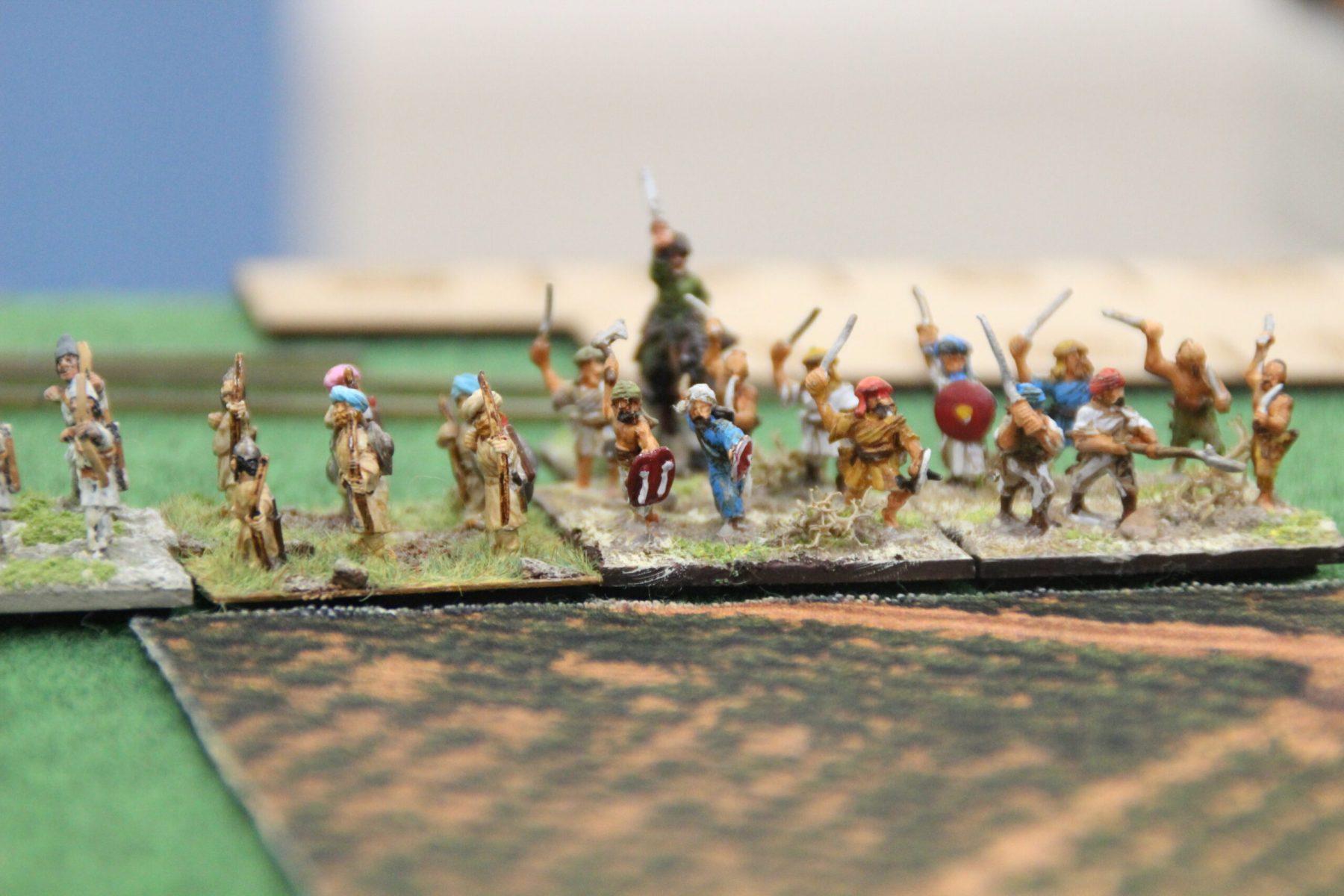 Des archers et Dalaimites Arabes prennent position devant un champ d'Oliviers.