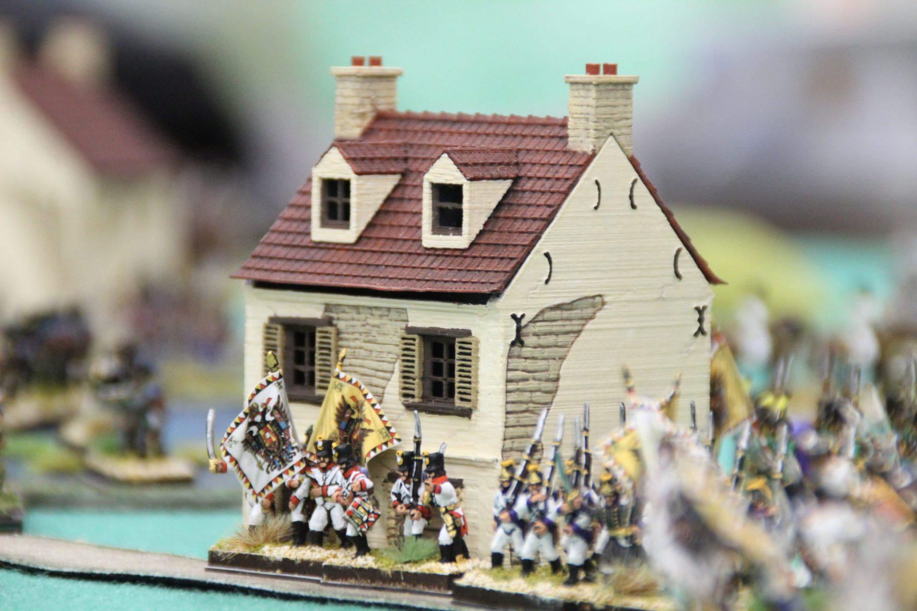 Les Autrichiens s'apprêtent à défendre chèrement cette maison stratégique.