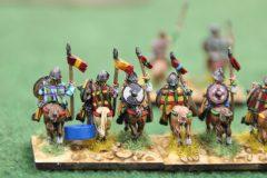 La cavalerie lourde des Francs part au combat.